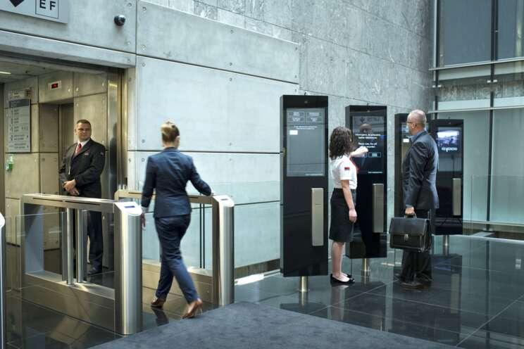 Securitas poskytuje specializovanou fyzickou ostrahu objektů a osob.