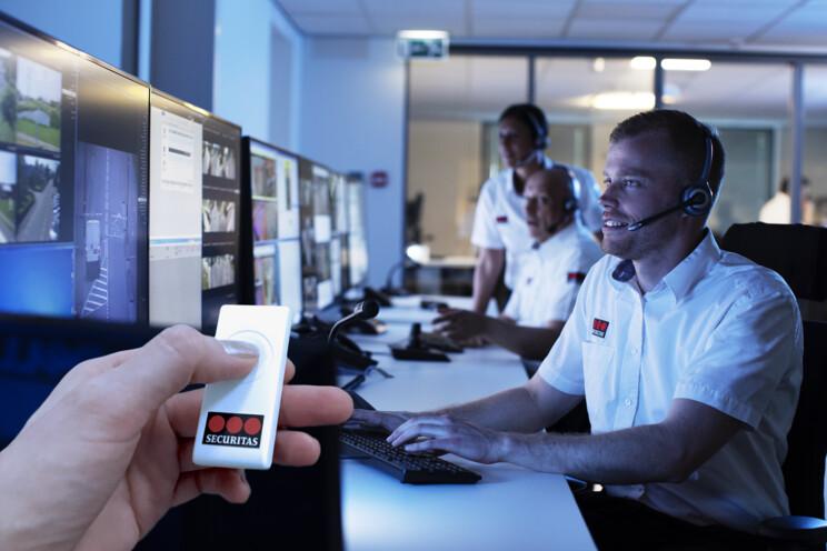 Tísňové tlačítko Securitas zajistí pomoc vašemu seniorovi. Napojení na PCO. Komfortní nošení. Jednoduchá obsluha. Voděodolné. Baterie vydrží roky.