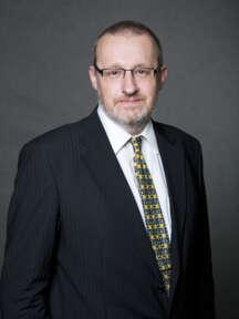 Michal Špelina se pohybuje v oboru komerční bezpečnosti již od r. 1991. V SECURITAS ČR začínal jako řadový strážný, nyní je odpovědný za provoz Securitas Operation Center, oblast IT a rozvoj technologií.