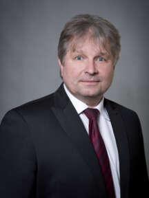Václav Lamr působí v oboru komerční bezpečnosti od r. 1991, v SECURITAS ČR pak od r. 1992 na různých manažerských pozicích. V současné době je odpovědný za Area Morava.