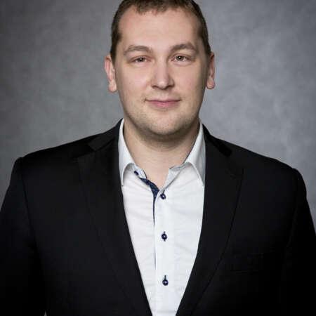Jan Huml se pohybuje v oboru komerční bezpečnosti od r. 2012 na různých manažerských pozicích. V SECURITAS ČR působí od 1.1.2020 a je odpovědný za oblast technologií a rozvoj bezpečnostních řešení.