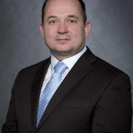 Martin Rozbroj se pohybuje v oboru komerční bezpečnosti od r. 2007. Jako Chief Risk Management Officer zastřešuje oblasti Qality a Risk managementu vč. business continuity.