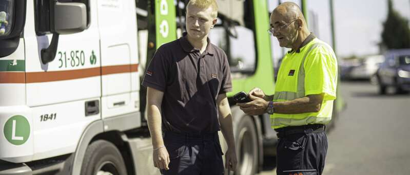 Strážní Securitas na vrátnici logistického areálu zajišťují fyzickou ostrahu objektu