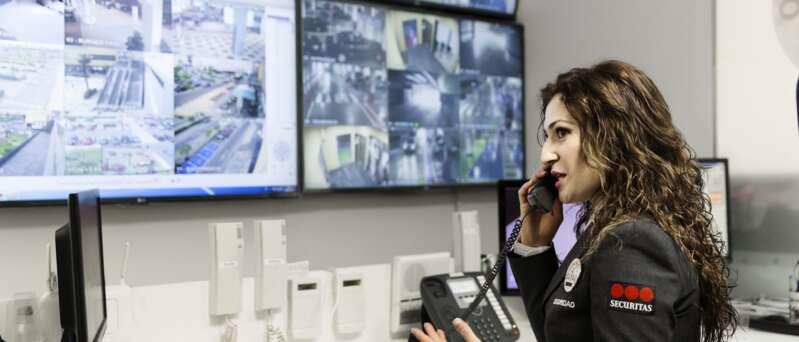 Operadora del Centro de Operaciones Securitas.