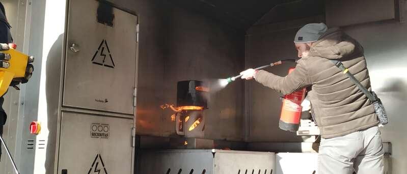 Školení požární ochrany v Securitas Fire Trucku.