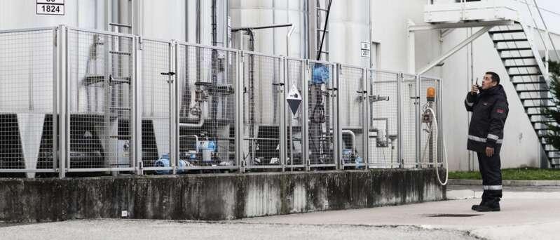 Sicherheitsmitarbeiter in der Chemie- und Pharmaindustrie