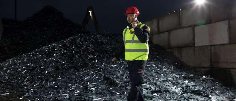 Sicherheitsmitarbeiter auf einem Recyclinghof