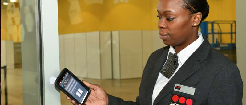 Female security officer using SecuritasVision.