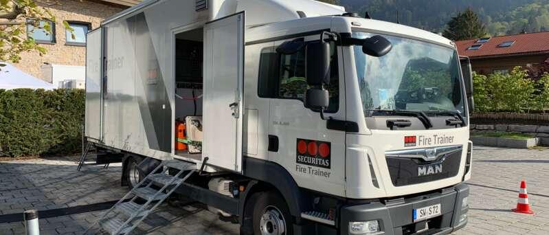 Securitas Fire Truck je vozidlo, v němž si můžete vy i vaši zaměstnanci vyzkoušet skutečný boj proti plamenům.